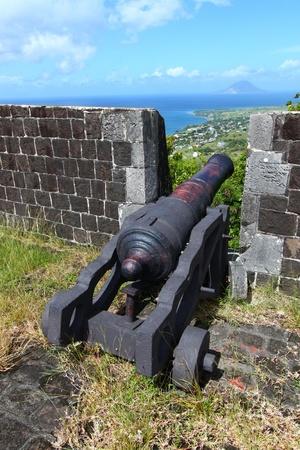 大砲でブリムス トーン ヒル要塞国立公園セントクリストファーネイビスの