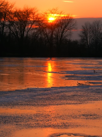 il: Sunset over frozen backwaters of the Kishwaukee River in northern Illinois