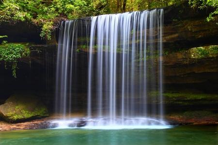 cascades: Superiore Caney Creek Falls nel B William Bankhead National Forest of Alabama Archivio Fotografico