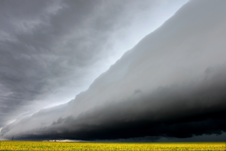 Dark shelf cloud in Illinois foreshadows a violent storm raging in from the west photo