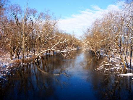 Sangamon River in central Illinois under a brilliant blue sky Stock Photo - 15506486