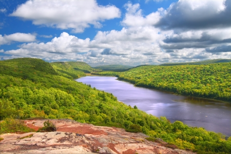 Lake of the Clouds at Porcupine Mountains State Park in northern Michigan 스톡 콘텐츠
