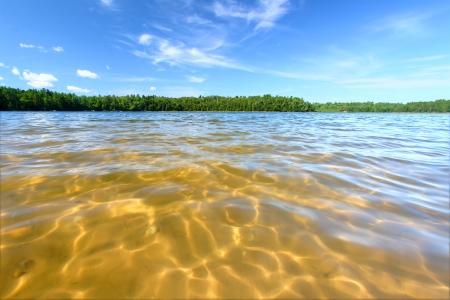 Schöner Badestrand eines northwoods Wisconsin See Standard-Bild - 16066467