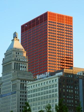 cna: Chicago, USA - 7 giugno 2005: Il colore rosso CNA Center nel centro di Chicago, Illinois. L'edificio � stato completato nel 1972.
