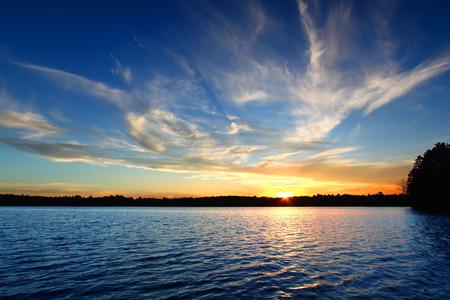 Northern Wisconsin See-Sonnenuntergang Standard-Bild - 26766494