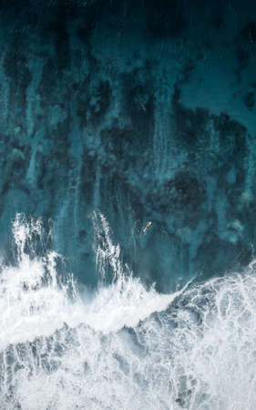 A beautiful focused closeup shot of amazing water textures at the ocean Banque d'images