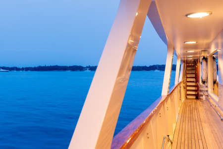 A beautiful shot from the yacht of the sea under a blue cloudy sky 版權商用圖片 - 155890517