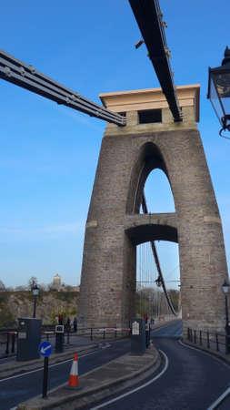 A vertical shot of Brunel suspension bridge in Bristol, the United Kingdom during daytime 免版税图像