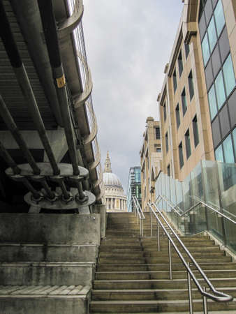 A vertical shot of St.Pauls and a staircase 免版税图像