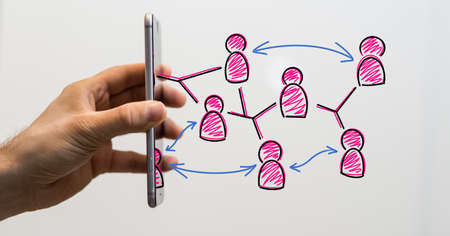 A person presenting the virtual projection of teamwork and brainstorming 版權商用圖片