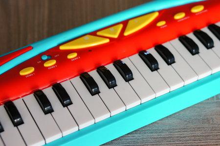 A closeup shot of a colorful keyboard for kids 免版税图像