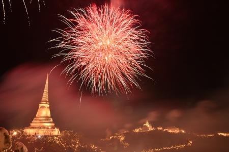 wang: fuegos artificiales con pagoda en kho wang phetchaburi provincia de Tailandia