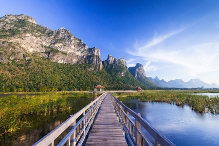 hua hin: Wooden bridge over a lake in Sam Roi Yod National Park, Prachuap Khiri Khan, Thailand