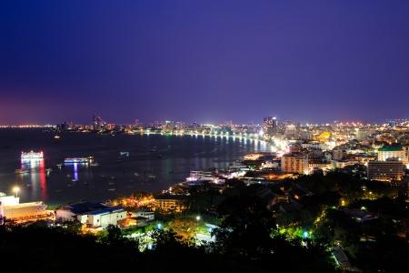 Pattaya city haven bij schemering, Thailand