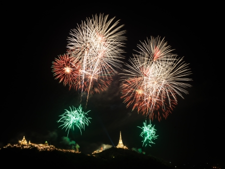 wang: Fuego artificial sobre Khao Wang Palace, Petchaburi, Tailandia