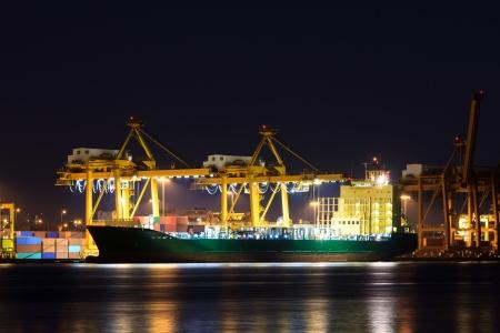 Container lading vrachtschip in de haven