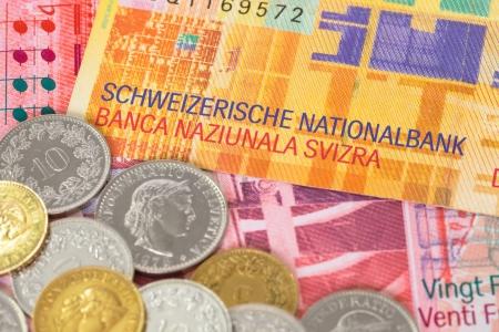 스위스의 돈을 스위스 프랑 지폐와 동전 근접 스톡 콘텐츠