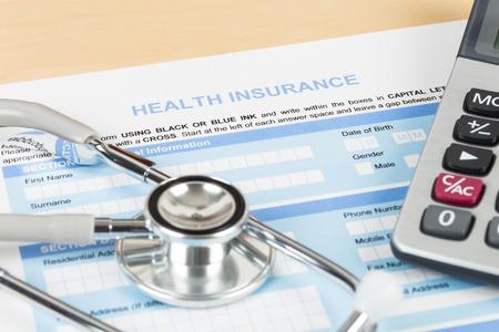 ライフ プランニング電卓と聴診器の概念と健康保険申し込み書 写真素材