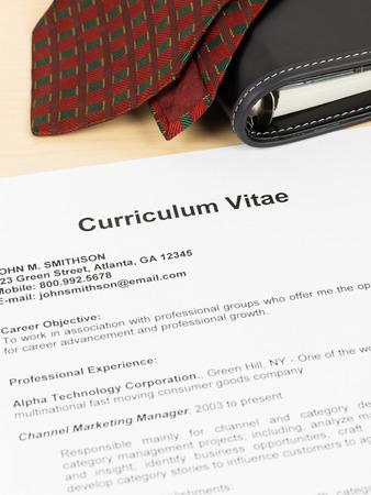 Curriculum vitae o CV con el organizador y corbata; concepto de trabajo aplicando Foto de archivo - 36417454