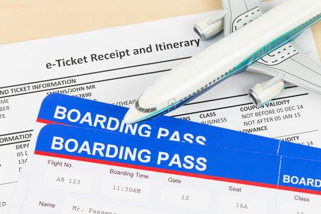 fiestas electronicas: E-ticket con el modelo plano, y la tarjeta de embarque; billete y tarjeta de embarque son maqueta