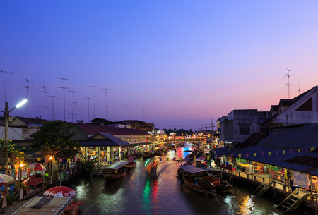 amphawa: AMPHAWA, THAILAND - Dec 12, 2014: Amphawa market at twilight, famous floating market and tourist destination in Samut Songkhram province