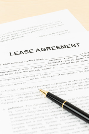 Lease agreement with pen; document is mock-up 版權商用圖片