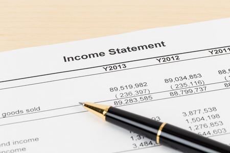 Conto economico Relazione finanziaria con la penna