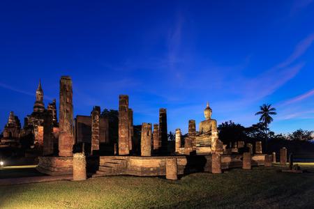maha: Wat Maha That at twilight Shukhothai Historical Park Thailand