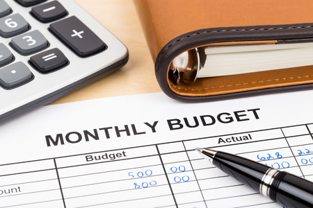 Home budget planning sheet with pen and calculator Imagens