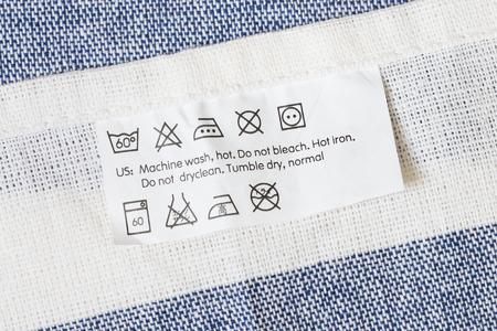 etiquetas de ropa: Etiqueta de tela con la instrucción de la prenda