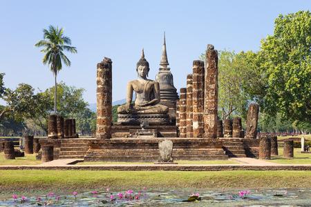 maha: Main chapel in Wat Maha That, Shukhothai Historical Park, Thailand
