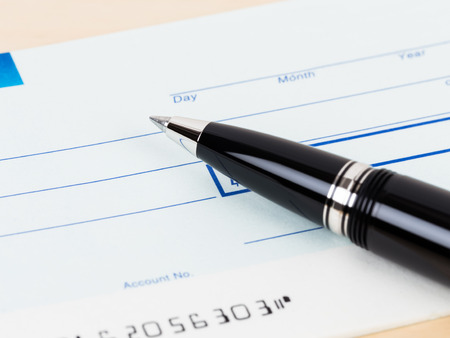 chequera: Consulte con pluma concepto de banca