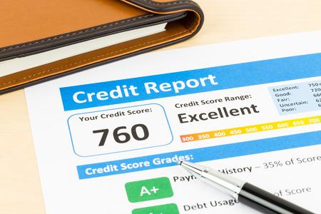 Kredit-Score Bericht Mit Stift Und Veranstalter Buchen Lizenzfreie