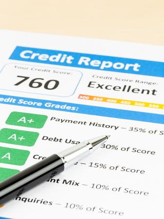 registros contables: informe de crédito con la pluma Foto de archivo