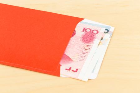 Il denaro yuan cinese in busta rossa Archivio Fotografico - 47969190
