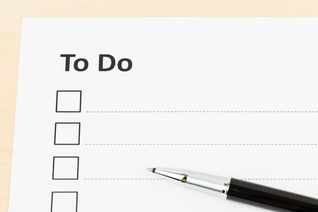 to do list: Blank to do list with pen