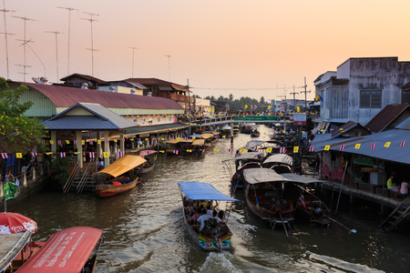 amphawa: AMPHAWA, THAILAND - Dec 12, 2014: Amphawa market at twilight, famous floating market and tourist destination in Samut Songkhram province
