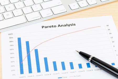 Pareto principle business analysis planning with pen, and keyboard Standard-Bild