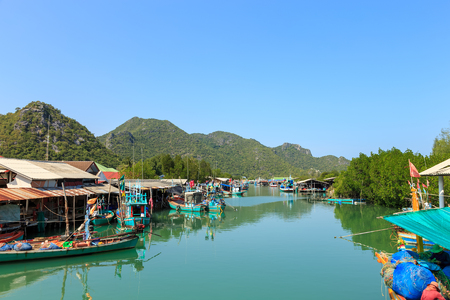 Fisherman village in Pran Buri near Hua Hin, Thailand 版權商用圖片 - 68487317