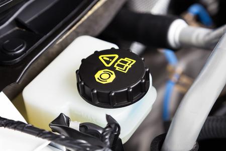 車エンジン ブレーキ流体コンテナー クローズ アップ 写真素材