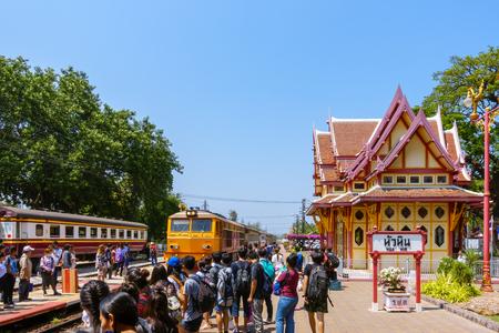 hua: Hua Hin, Thailand - March 12, 2017: Royal pavilion at railway station and arriving train, Prachuap Khiri Khan Editorial