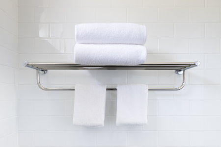 White towel on hanger rack in bathroom 스톡 콘텐츠