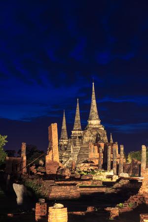 Wat Phra Si Sanphet temple at  night with light up, Ayutthaya Banco de Imagens