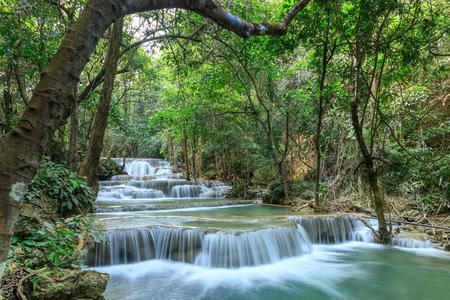 Huai Mae Khamin Waterfall tier 1, Khuean Srinagarindra National Park, Kanchanaburi, Thailand 版權商用圖片