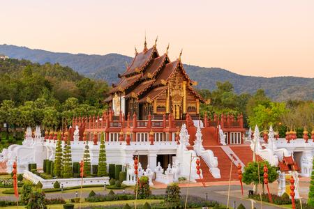 Royal Pavilion (Ho Kum Luang) Pabellón de estilo Lanna en el jardín botánico Royal Flora Rajapruek Park, Chiang Mai, Tailandia.