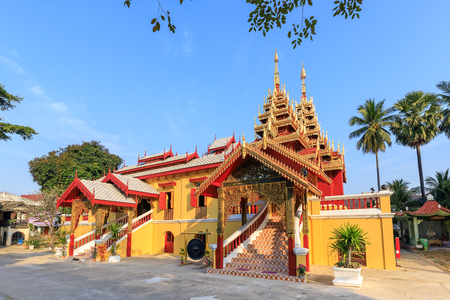Wat Si Chum temple, beautiful monastery decorated in Myanmar and Lanna style at Lampang, Thailand 報道画像
