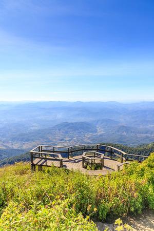 Scenery observation platform at Kew Mae Pan nature trail, Doi Inthanon National Park, Chiang Mai, Thailand 版權商用圖片