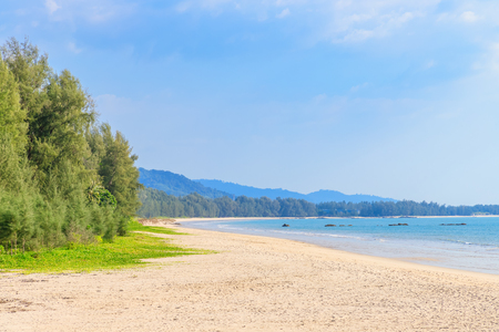 Clear blue sea at Bang Sak Beach near Khao Lak, Phang-Nga, Thailand 版權商用圖片