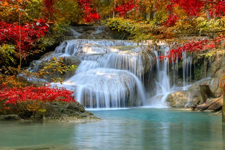 Erawan Waterfall tier 1, in Nationaal Park in Kanchanaburi, Thailand