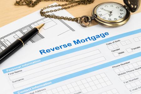 Antragsformular für umgekehrte Hypothek, Finanzkonzept Standard-Bild